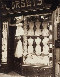 corset shop on boulevard de strasbourg, paris. shot by eugene atget. Vintage Paris, Old Paris, Vintage Dior, Vintage Fashion, Vintage Shops, Paris 1920s, 1900s Fashion, Antique Shops, Steampunk Fashion