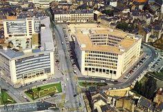 NANTES La Place de Bretagne 1965 Les vieux immeubles en bas à droite laisseront place à la future Tour Bretagne en 1971