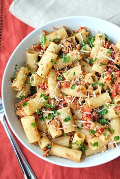 Easy one skillet Tuna Rigatoni with Sun-Dried Tomatoes. I love sun dried tomatoes. Tuna Recipes, Seafood Recipes, Pasta Recipes, Dinner Recipes, Cooking Recipes, Healthy Recipes, Chef Recipes, Recipies, Entree Vegan