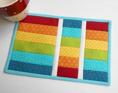 'Flip and Quilt' Mug Rug (QAYG). When time is short and every stitch counts I… 'Flip and Quilt' Mug Rug (QAYG). When time is short and every stitch counts I… Table Runner And Placemats, Quilted Table Runners, Quilt Placemats, Small Quilts, Mini Quilts, Mug Rug Patterns, Quilt Patterns, Placemat Patterns, Placemat Ideas
