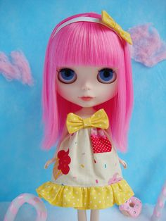 . Blythe doll, pink hair. I love the sweet and colourful complete picture.