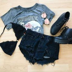 Love this top  #ShopNew @ www.bellexo.com online & in store! Teenage Outfits, Edgy Outfits, Mode Outfits, Grunge Outfits, Cute Casual Outfits, Outfits For Teens, Summer Outfits, Girl Outfits, Fashion Outfits