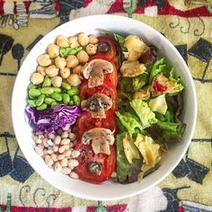 Organic tomatoes, edamame, white beans, chickpeas, mushrooms & artichoke over leafy mixed greens Vegan Food, Vegan Recipes, Clean Eating, Healthy Eating, White Beans, Salad Bowls, Plant Based Diet, Kitchen Recipes, Vegan Life
