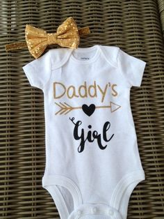 daddys girl onesie baby girl onesie baby shower gift daddys girl bodysuit glitter shirt newborn - July 07 2019 at Fashion Kids, Baby Girl Fashion, Baby Outfits, Kids Outfits, Baby Papa, Mom Baby, Newborn Outfit, Glitter Shirt, Baby Kids Clothes