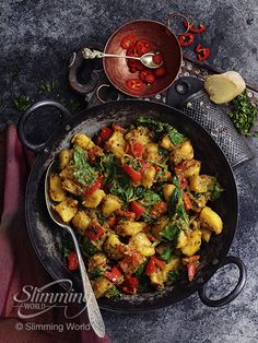 This Syn-free saag aloo is often a side dish on the takeaway menu – our fakeaway… Healthy Eating Recipes, Diet Recipes, Vegetarian Recipes, Cooking Recipes, Uk Recipes, Spinach Recipes, Diet Meals, Slimming World Tips, Slimming World Recipes
