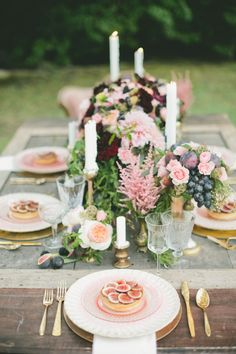 Tabletop via Style Me Pretty, photo by Onelove Photography