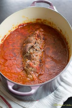beef dishes A traditional Italian dish, beef braciole recipe is a flank steak wrapped with prosciutto and Parmesan and slowly braised in a hearty marinara. Beef Dishes, Pasta Dishes, Food Dishes, Meat Recipes, Dinner Recipes, Cooking Recipes, Budget Cooking, Cooking Games, Oven Recipes