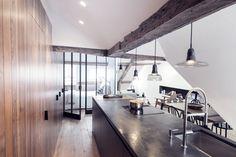 Eklektyczny apartament w Paryżu, otwarta kuchnia z wyspą - Wnętrze - Zainspiruj się z Foorni.pl
