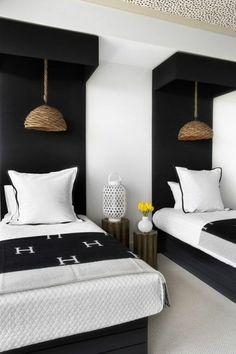 tête de lit originale en bois noir pour la chambre à coucher:
