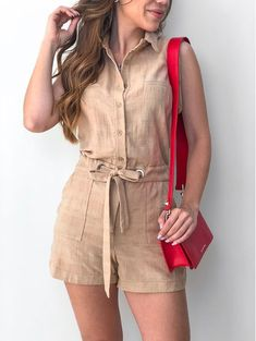 Macaquinho-Suzane Classy Work Outfits, Cute Summer Outfits, Cool Outfits, Elegante Shorts, Sleeves Designs For Dresses, Dress Outfits, Fashion Outfits, Best Prom Dresses, Fashion Advertising