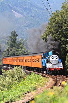 アニメの世界から飛び出してきた 機関車トーマス 蒸気機関車C11_227が走った!