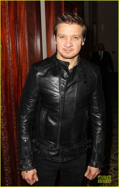 http://www.newamericanjackets.com/product/kill-messenger-jeremy-renner-jacket.html  We are Presented here Need For KILL THE MESSENGER JEREMY RENER JACKET This Jacket is simply fit for the ones who want to lead the fashion battle.The style of this jacket is very attractive.Order now and get free worldwide shipping.