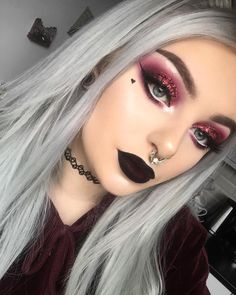 Closeup of my red look ❤️ I'm going to start putting more effort into actually doing eyeshadow looks instead of my everyday makeup. What colour looks do you guys want to see? Makeup Goals, Makeup Inspo, Makeup Art, Contour Makeup, Perfect Makeup, Pretty Makeup, Cute Emo Makeup, Maquillage Goth, Concert Makeup