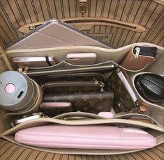 Luxury Purses, Luxury Bags, Luxury Handbags, Louis Vuitton Handbags, Purses And Handbags, Cheap Handbags, Mochila Adidas, Inside My Bag, Purse Essentials