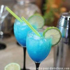 Cocktail Blue Virgin – sans sucre et sans alcool - Smootie Alcoholic Punch Recipes, Non Alcoholic Drinks, Fun Drinks, Yummy Drinks, Virgin Cocktail Recipes, Virgin Cocktails, Virgin Mojito, Champagne Cocktail, Cocktail Drinks