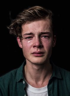 18 photos of men crying to challenge gender norms - Zeichnungen traurig - Lustig Face Reference, Photo Reference, Drawing Reference, Reference Photos For Artists, Reference Images, Pretty People, Beautiful People, Beautiful Men Faces, Crying Man