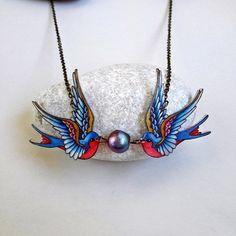 Golondrina de collar con perlas de pavo real por LavanitaDesign