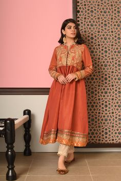 Ethnic by Outfitters Fancy Winter Dresses Casual Shirts Designs 2020 Collection consists of linen khaddar shawl dresses, velvet suits, stitched kurtis Shadi Dresses, Pakistani Formal Dresses, Pakistani Dress Design, Pakistani Outfits, Indian Dresses, Indian Outfits, Indian Wedding Lehenga, Casual Party Dresses, Cocktail Outfit