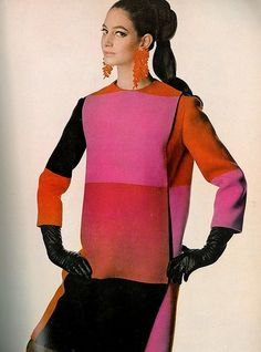 Donna Allegra Caracciolo di Castagneto is wearing a wool coat in sizzling colors that fastens on the side by Forquet, photo by Penn, Vogue US 1966 60s And 70s Fashion, 60 Fashion, Fashion History, Retro Fashion, Vintage Fashion, Fashion Outfits, Fashion Design, 60s Vintage Clothing, Vintage Outfits