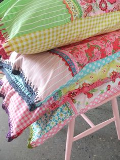 Patchwork Pillowcases - These would be so cute made to coordinate with quilts Sewing Hacks, Sewing Tutorials, Sewing Patterns, Sewing Ideas, Fabric Crafts, Sewing Crafts, Sewing Projects, Sewing Pillows, Learn To Sew