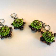 Porte-jeton / porte-clés tortues au crochet http://www.alittlemarket.com/boutique/mary_land_creations-1006781.html