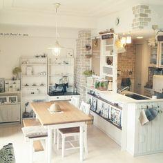 賃貸の部屋でもOKです♪100均セリアの「レンガシート」でおしゃれに模様変えしてみる♡ - M3Q - 女性のためのキュレーションメディア Japanese Interior, French Interior, Interior Design, Small Cottage Homes, Natural Home Decor, Dining Room Design, Kitchen Living, Home Decor Styles, Kitchen Interior