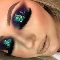 Closeeeeeee CERTO ! Pigmentos que hipnotizam vende na @izabellamaquiagens Glam Makeup Look, Makeup Eye Looks, Skin Makeup, Eyeshadow Makeup, Makeup Brushes, Clean Makeup, Makeup Inspo, Makeup Inspiration, Date Night Makeup