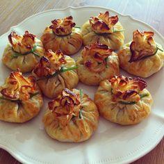 BOHÇA BÖREĞİ TARİFİ Good Food, Yummy Food, Iftar, Turkish Recipes, Mediterranean Recipes, C'est Bon, Food Presentation, Fun Desserts, Gourmet Desserts