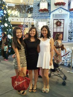 Roomies dating day! #Jogoya Buffet at Starhill Gallery! Picture taken at Pavilion KL, near Christmas time!
