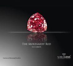 Veja quais são as pedras preciosas mais valiosas do mundo - Esse é o maior diamante vermelho já encontrado no mundo – e também foi descoberto aqui no Brasil. Com quase um quilo, essa raridade possui um corte triangular característico, capaz de fazer com que ele emita mais brilhos e reflexos. Foi descoberto em 1990, nas Minas Gerais, na região de Alto Paranaíba.comprada em 2002 por Shlomo Moussaieff. Mega Curioso
