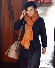 cesur ve güzel Gilet Long, Turkish Beauty, Turkish Actors, Timeless Fashion, Clothing Patterns, Chic Outfits, Short Hair Styles, Celebs, Street Style
