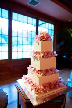 such a beautiful three tiered square #wedding cake - see more of this stunning destination wedding in Hawaii here: http://www.mywedding.com/articles/bryan-and-laurens-elegant-lanai-hi-destination-wedding-by-anna-kim-photography/