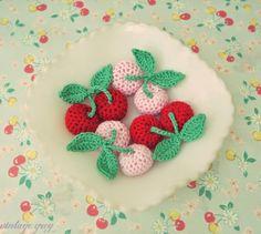 I love these little crochet cherries! Inspiracion ༺✿ƬⱤღ  https://www.pinterest.com/teretegui/✿༻