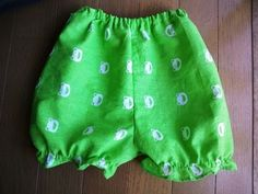 DIY baby pants using Japanese Tenugui Handmade Baby, Handmade Clothes, Diy Baby, Baby Pants, Sewing For Kids, Kids And Parenting, Baby Dress, Dress Making, Kids Outfits
