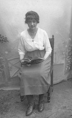 jeune femme, J.B. Boudeau, vers 1915 - Bfm Limoges : http://boudeau.bm-limoges.fr