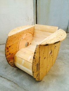 How to Build a from wood with woodworking plans! *not every pic or post is in the wood plans package Wooden Pallet Furniture, Wooden Pallets, Diy Furniture, Woodworking Techniques, Woodworking Plans, Woodworking Projects, Wooden Cable Spools, Spool Tables, Wood Plans