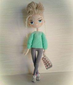 Muñeca Amigurumi Articulada DIY para hacer una muñeca amigurumi articulada. Como en todos los casos, con la base de los muñecos podemos realizar miles de ellos diferentes, tan solo cambiando el pelo, ojos, expresión de la cara, ropa etc. Hoy aprenderás paso a paso, hacer una muñeca amigurumi articulada. También te mostrare muñecas …