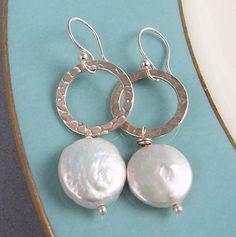MODERN Coin Pearl Earrings Bridal June Birthstone by juanita - Earrings Bridal Earrings, Beaded Earrings, Silver Earrings, Beaded Jewelry, Pearl Earrings, Circle Earrings, Bijoux Wire Wrap, Bijoux Diy, Handmade Wire Jewelry