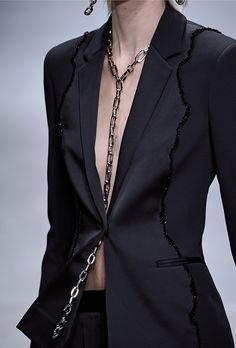 Bijoux – Tendance : The Top Jewelry Trends from Fall 2016 Fashion Month Fashion Necklace, Fashion Jewelry, Mode Sombre, Latest Fashion For Women, Womens Fashion, Fall Fashion 2016, Fashion Outfits, Fashion Tips, Fashion Trends