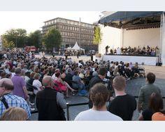 Duisburg Rund 2.500 kamen zur Gedenkfeier auf den Opernplatz