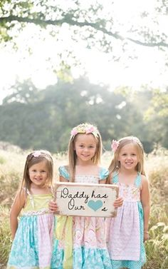 Childrens Fathers Day Photoshoot, Daddy has our hearts photo, cute photoshoot prop for little girls, whimsie photographie, photographer mentor