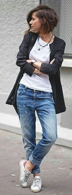 Basics Week-end Style. Love these slouchy boyfriend jeans – Friseurde Basics Week-end Style. Love these slouchy boyfriend jeans Basics Week-end Style. Love these slouchy boyfriend jeans Short Hair Cuts For Women, Short Hairstyles For Women, Outfits For Short Hair, Medium Hair Styles, Curly Hair Styles, Short Styles, Short Wavy Haircuts, Bob Haircuts, Medium Haircuts