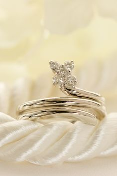 Uniqueデザインプラチナダイヤモンドリング Wedding Rings, Engagement Rings, Flowers, Jewelry, Fashion, Enagement Rings, Moda, Jewels, Fashion Styles