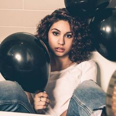 Alessia Cara is set to take the Saturday Night Live stage for the first time tonight (Feb. serving as the musical guest to host Kristen Stewart. Here's what we'd love to see from her debut. Jimmy Fallon, Lorde, Nicki Minaj, Carly Rae Jepsen, Ariana Grande, Taylor Swift, Cover Songs, Allesia Cara, Justin Bieber
