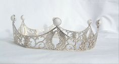 Link to BEAUTIFUL coronets, crowns, chains of office, pendants, clasps and buckles.  http://www.dragonsjewels.com/