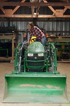 Jd Tractors, Small Tractors, John Deere Tractors, Sub Compact Tractors, Pole House, Tractor Accessories, Utility Tractor, Alley Cat, Homestead Living