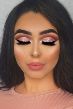 Are you searching for some trendy makeup ideas? We have collected amazing pictures of cut crease makeup looks, which are quite trendy this season.