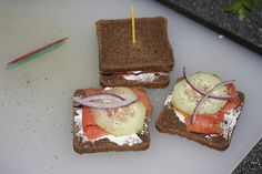 smoked salmon on pumpernickel     That looks really nice