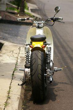Modifikasi motor dengan memakai ban tampak lebar, memang sangat signitif dan tidak malu untuk menongkrongkannya ketika kumpul-kumpul sama rekan-rekan Club moto