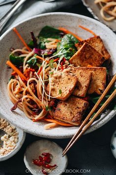 Crunchy, spicy and slightly sweet, my spicy rice noodle salad makes a versatile and delightful meal any time! Best Salad Recipes, Yummy Pasta Recipes, Vegetarian Recipes, Asian Noodle Recipes, Asian Recipes, Asian Foods, Vegetable Noodles, Rice Noodles, Spicy Rice